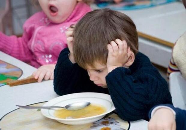 Без молока, яиц и хлеба: в детских садах под Харьковом голодают дети